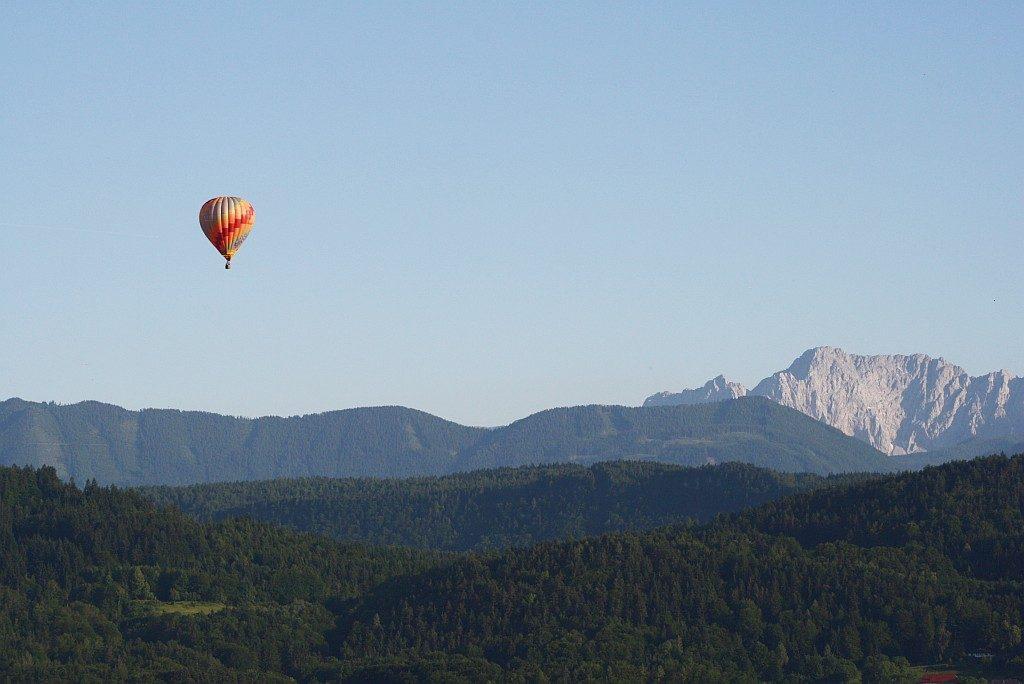 Heißluftballon über dem Wörthersee