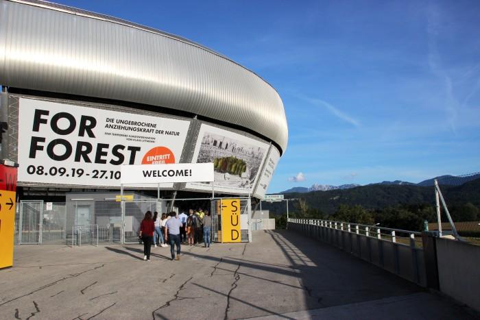 Eingang ins Stadion