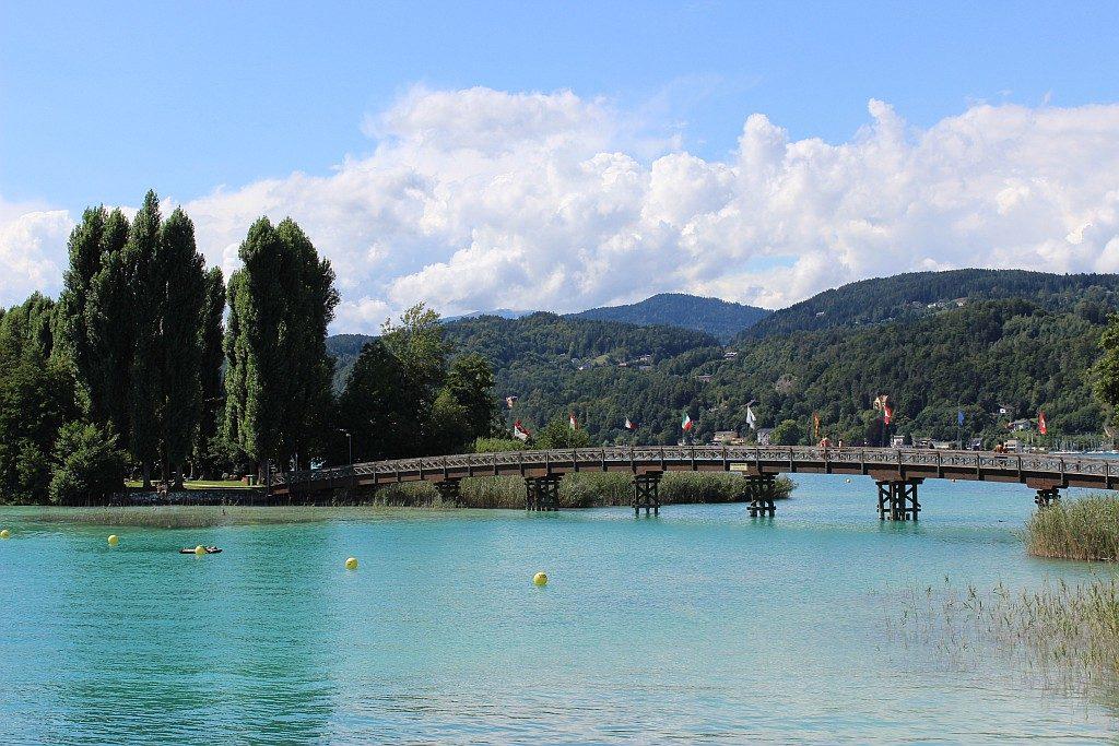Brücke zur Schlangeninsel in Pörtschach